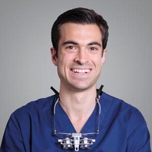 Dr. Arturo Flores Gallardo
